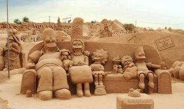 Στην άμμο χτίζουν παλάτια