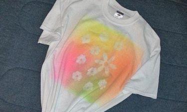 Ζωγραφίστε με σπρέι τα μονόχρωμα μακό μπλουζάκια σας