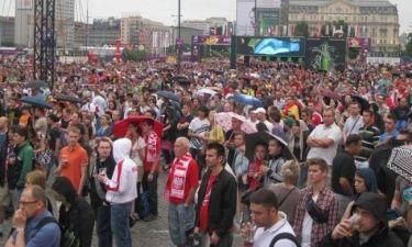 Ισπανοί και Ιταλοί μαζί στη Fan Zone της Βαρσοβίας (videos)