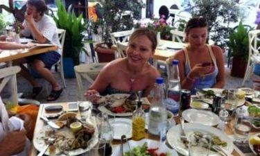 Οι πρώτες φωτογραφίες της Ορνέλα Μούτι από τις διακοπές της στην Κρήτη! (φωτό)