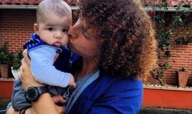 Ποιο παιδάκι φιλάει ο Νταβίντ Λουίς;