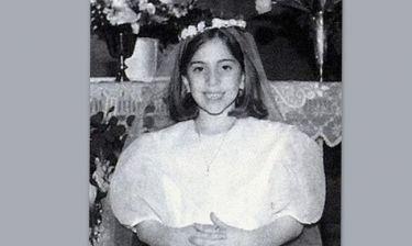 Ποια γνωστή τραγουδίστρια είναι το παρανυφάκι της φωτογραφίας;