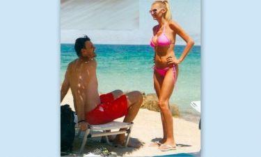 Μάντα Παπαδάκου: Κουβεντούλα στην άμμο με τον σύζυγό της