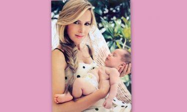 Η Τζούλη Αγοράκη φωτογραφίζεται με τον νεογέννητο γιο της