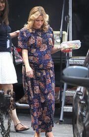 Πού πας με την παντόφλα και αυτό το φόρεμα καλή μου;