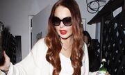 Lindsay Lohan: Τέρμα τα μαύρα, επέστρεψε στα κόκκινα