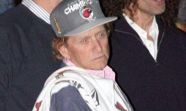 Michael Douglas: Κρύβει με καπέλο τα ξανθά μαλλιά
