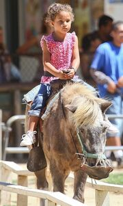 Halle Berry: Με τη Nahla για ιππασία