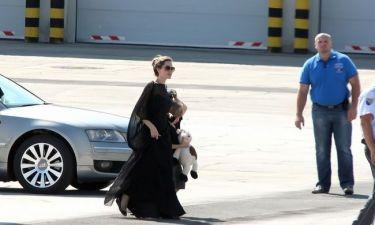 Angelina Jolie: Χαμογελαστή στη Βοσνία