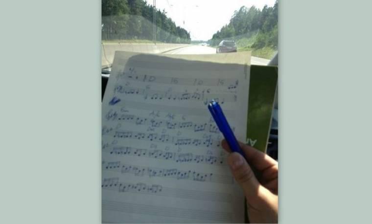 Ποιος γράφει παρτιτούρες στο αυτοκίνητό του;
