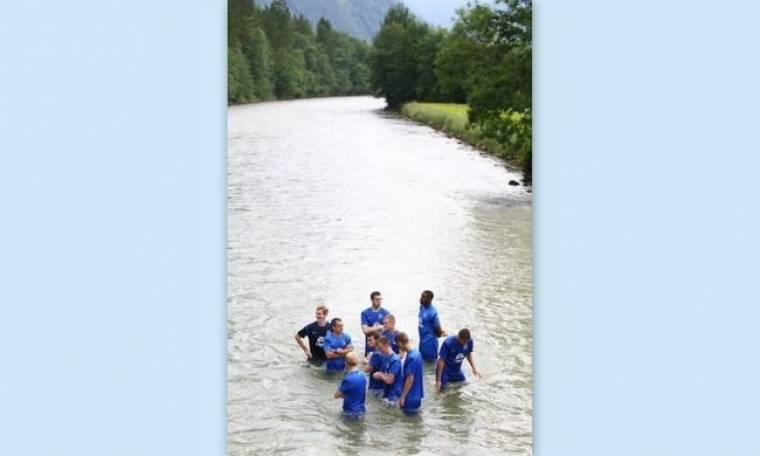Βουτιές σε… ποτάμι για τους παίκτες της Έβερτον