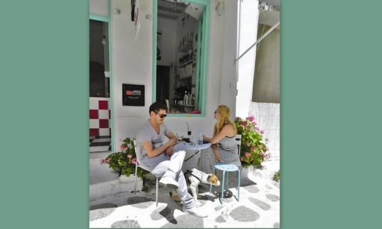 Μακρυπούλια-Χατζηγιάννης: Πίνουν καφέ έξω από το μαγαζί της Ζέτας! (φωτό)