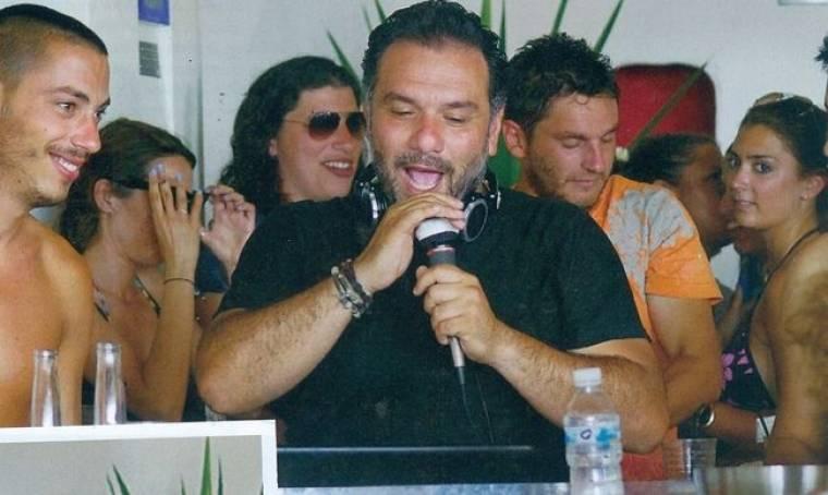 Ο Γρηγόρης στο… beach bar του στη Νάξο!