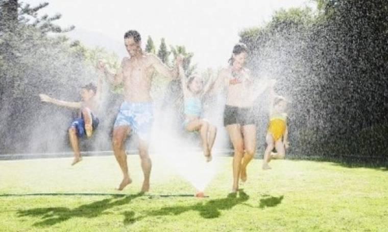 Παίξτε με το νερό εν μέσω καύσωνα!