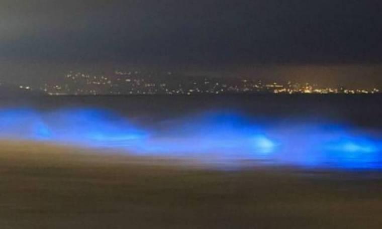 Εκπληκτικές φωτογραφίες: Τα κύματα στην Καλιφόρνια φωσφορίζουν