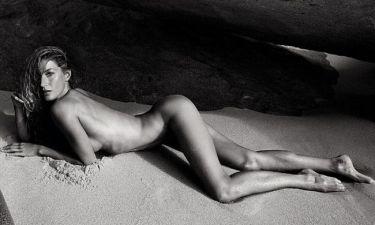 Η Gisele Bundchen κυλιέται στην άμμο!