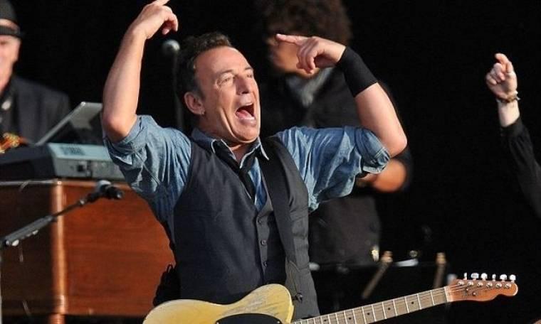 Ποιος έκλεισε το μικρόφωνο του Bruce Springsteen;