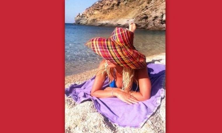 Ελένη Μενεγάκη: Είναι στα Άχλα και twittάρει