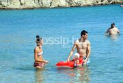 Νίκος Ζήσης: Παιχνίδια στο νερό με τον γιο του