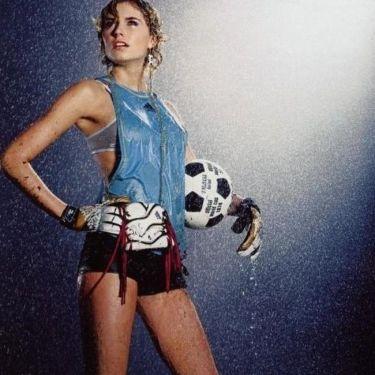 Η Λένα Γκέργκε έβαλε... γκολ στην καρδιά του Κεντίρα