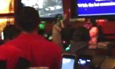 Διάσημη σταρ τραγουδάει σε karaoke bar!