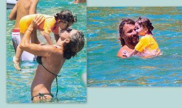 Κατερίνα Λάσπα- Νεκτάριος Νικολόπουλος: Παιχνίδια στο νερό με την κορούλα τους