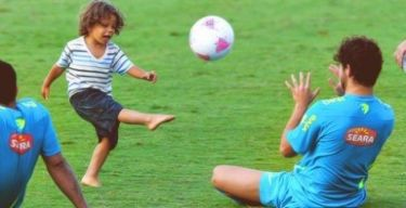 Ο γιος του Μαρσέλο παίζει μπάλα με… Πάτο και Νεϊμάρ