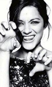 Η Marion Cotillard δείχνει τα… νύχια της στο Elle