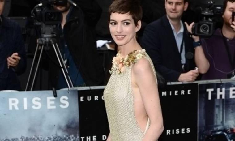 Η Anne Hathaway για το μακελειό στο Ντένβερ