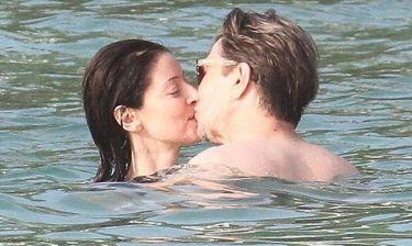 Gary Oldman: Απολαμβάνει τη… θάλασσα με την σύζυγό του