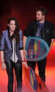 Robert Pattinson - Kristen Stewart – Taylor Lautner: Μαζί στη σκηνή των Teen Choice Awards
