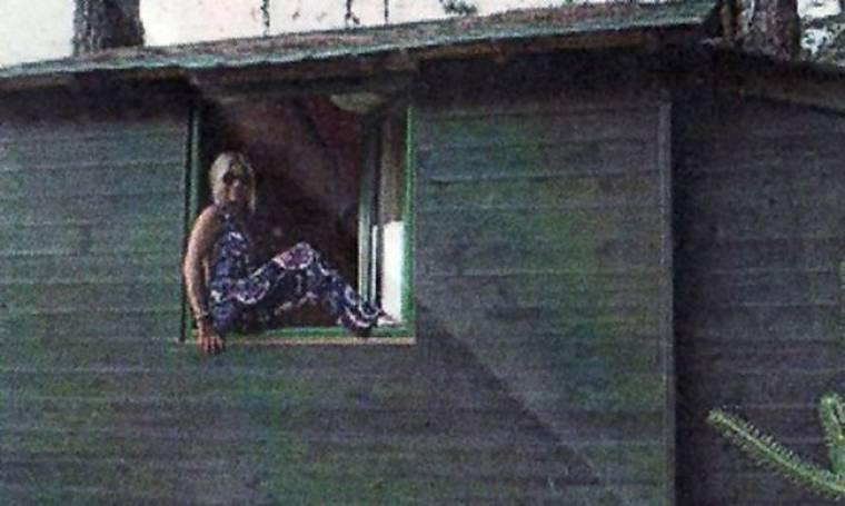 Στέλλα Μπεζαντάκου: Με τον έρωτα της ζωής της σε δενδρόσπιτο!