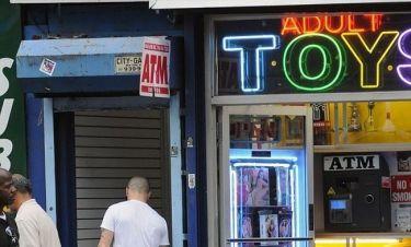 Σε sex shop ο…