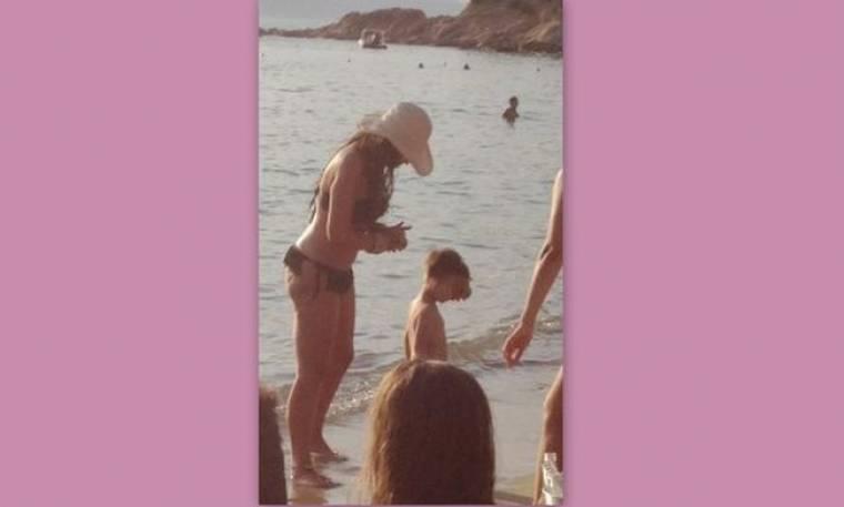 Παπαράτσι 23-7-2012: Έτσι είναι η Σίσσυ Χρηστίδου στην παραλία χωρίς Ρετούς! (Nassos blog)
