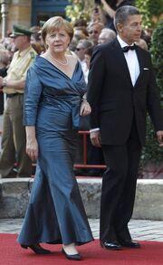 Άνγκελα Μέρκελ: Κάθε 4 χρόνια φορά το ίδιο φόρεμα