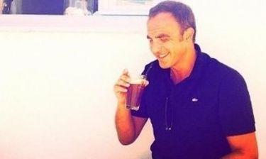 Νίκος Αλιάγας: Πίνει τον φραπέ του στη Σέριφο!