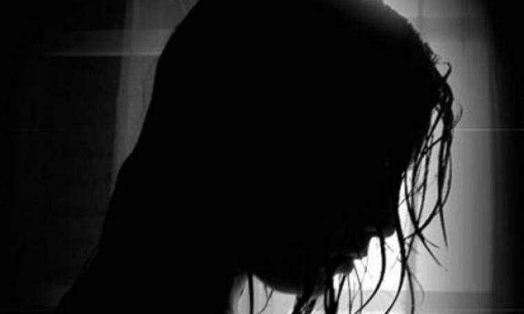 ΦΡΙΚΗ: Χτυπούσε μικρό κορίτσι για να ζητιανεύει...