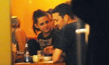 Απίστευτο: Η υστερία μιας φαν του Twilight για την απιστία της Stewart!
