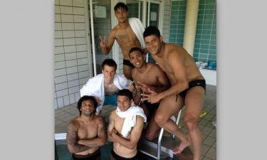 Αγόρια στην… πισίνα