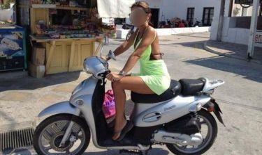 Ποια απολαμβάνει τις βόλτες της με μηχανάκι;