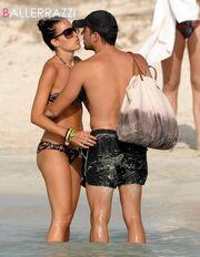 Τσάβι: «Καυτά» φιλιά στην Ίμπιζα
