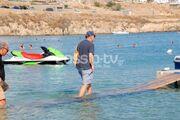 Θωμάς Λιακουνάκος: Θαύμα… περπατάει στο νερό!