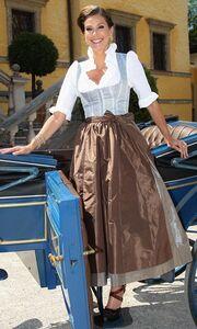 Teri Hatcher: Ντύθηκε… Μελωδία της Ευτυχίας!