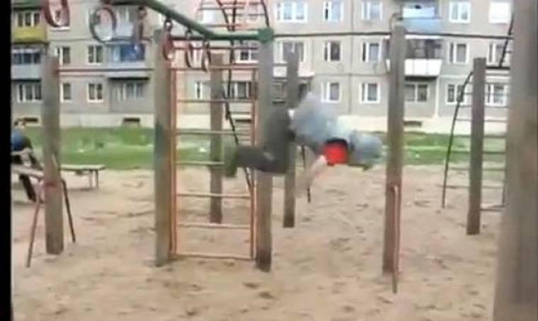 Άσχημη πτώση στην παιδική χαρά; Όχι, απλά Parkour από έναν 6χρονο!
