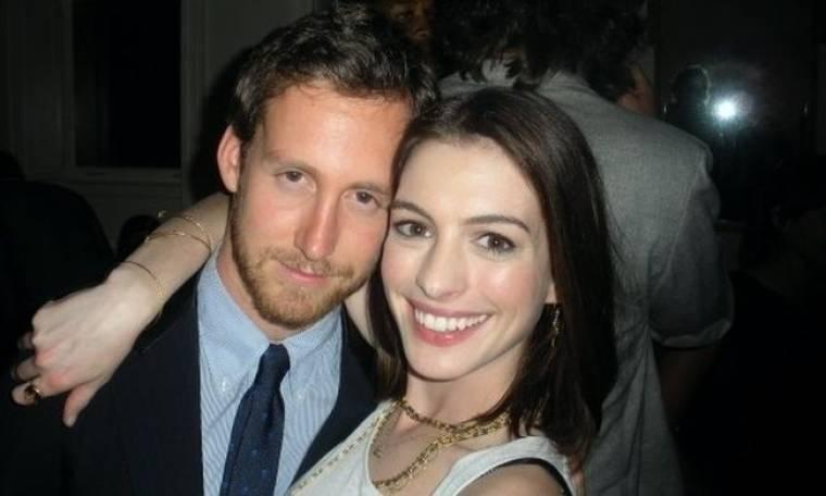 Anne Hathaway: «Δεν πρόκειται να γίνει γάμος άμεσα»