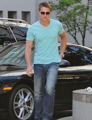 Justin Hartley: Είμαι πολύ ωραίος!! Βεβαίως… βεβαίως!