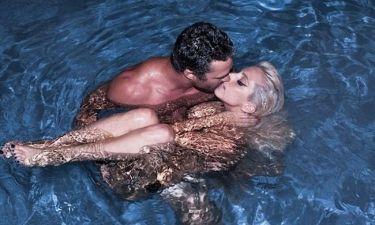 Τα καυτά φιλιά της Lady Gaga με το αγόρι της στην πισίνα!