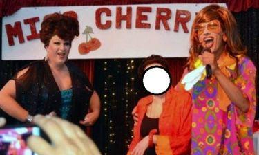 Διάσημη τραγουδίστρια βρέθηκε σε διαγωνισμό ομορφιάς drag queen!