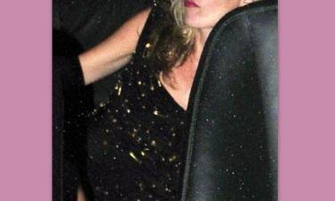 Πασίγνωστη κυρία τύφλα στο μεθύσι! (φωτό)