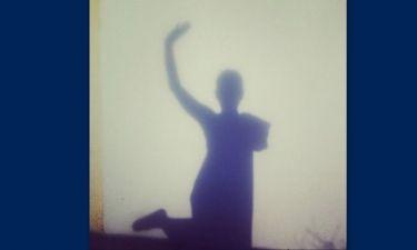 Ποιας γνωστής παρουσιάστριας η σκιά μας χαιρετάει;